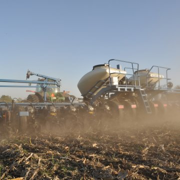 IOWA CORN PLANTING RACES AHEAD, USDA CROP PROGRESS REPORT SAYS