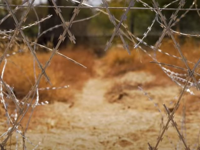 The border between South Africa and Zimbabwe has long been an altogether too easy smuggling point for decades, and as our country went into lockdown last month, officials raced to construct a more effective border fence.