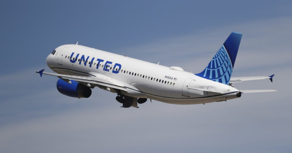 United Airlines to ban travelers temporarily who refuse to wear masks from future flights