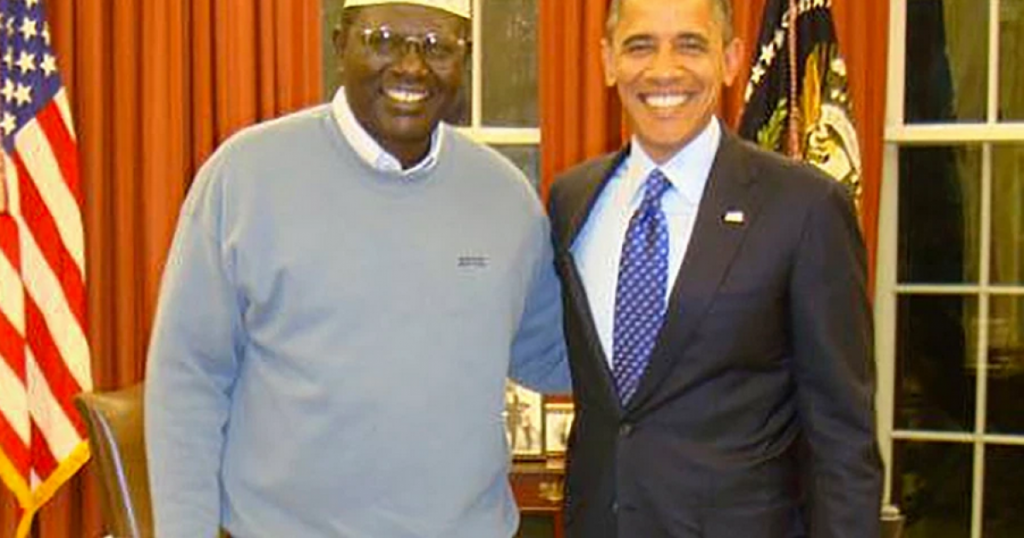 "President Obama's Brother Describes Him as ""Ruthless, Cold"" In New Interview"