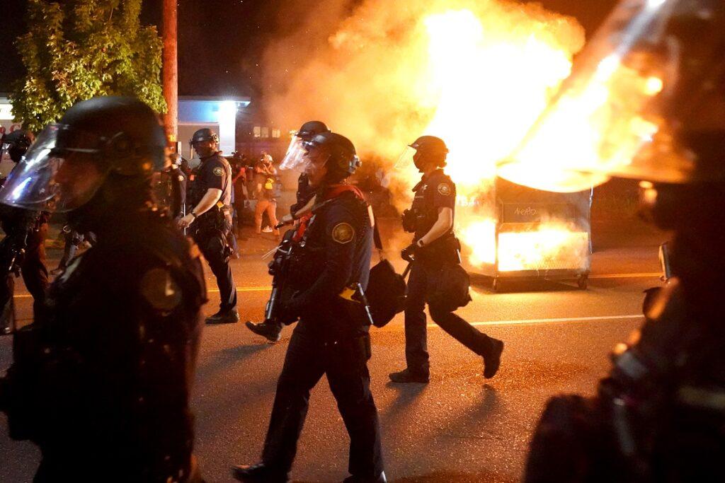 Republican Senators Introduce a Series of Bills to Crack Down on Rioters