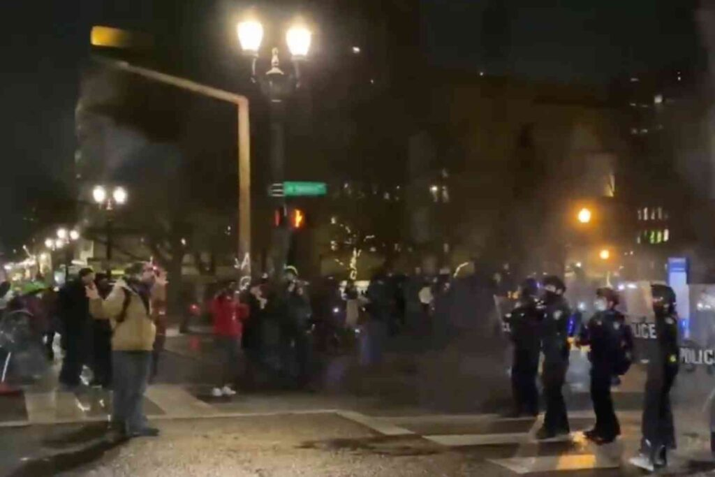 Portland police declare riot as protesters attack federal courthouse, destroy local businesses on New Year's Eve