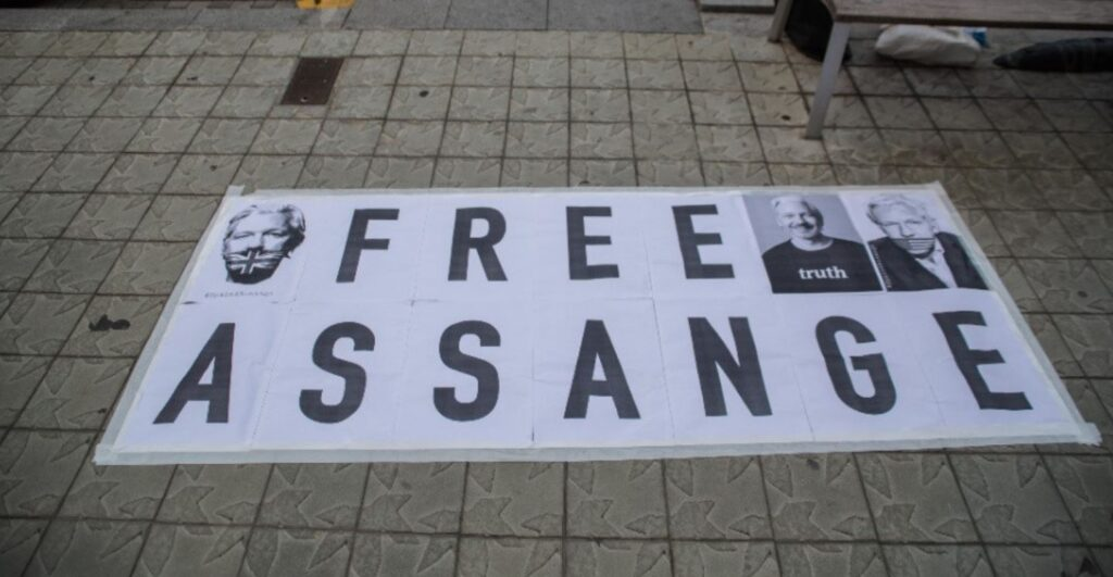 """Free Assange"" Demands Grow as Biden DOJ Says It Will Continue to Seek Extradition"