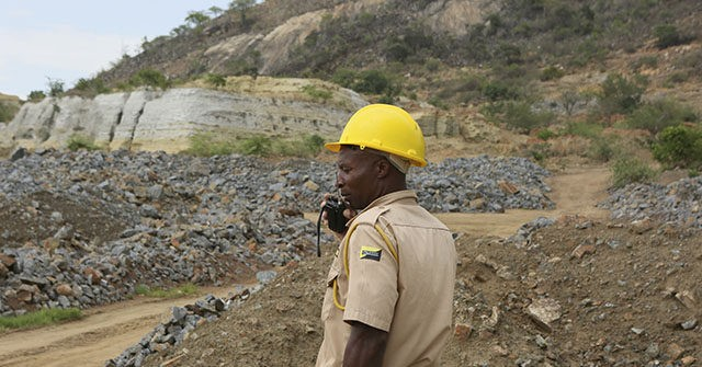 Zimbabwe: Locals Attack Chinese Mine Workers with 'Crowbars, Picks and Shovels'
