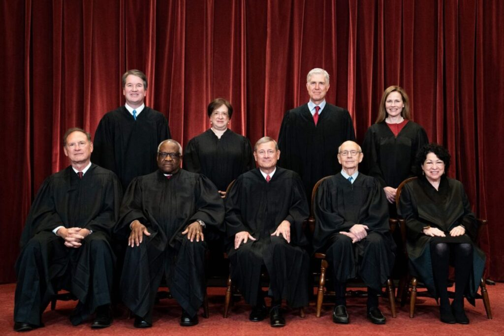'Clearly Unconstitutional': 2 Justices Issue Dissent in Supreme Court's Obamacare Ruling