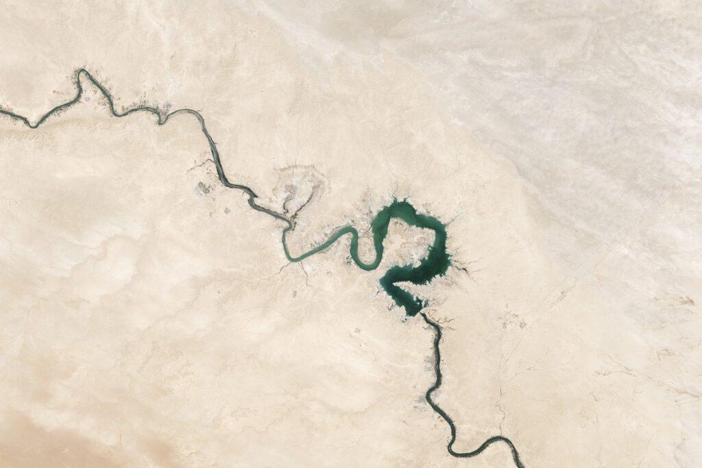 'Desert': Drying Euphrates threatens disaster in Syria