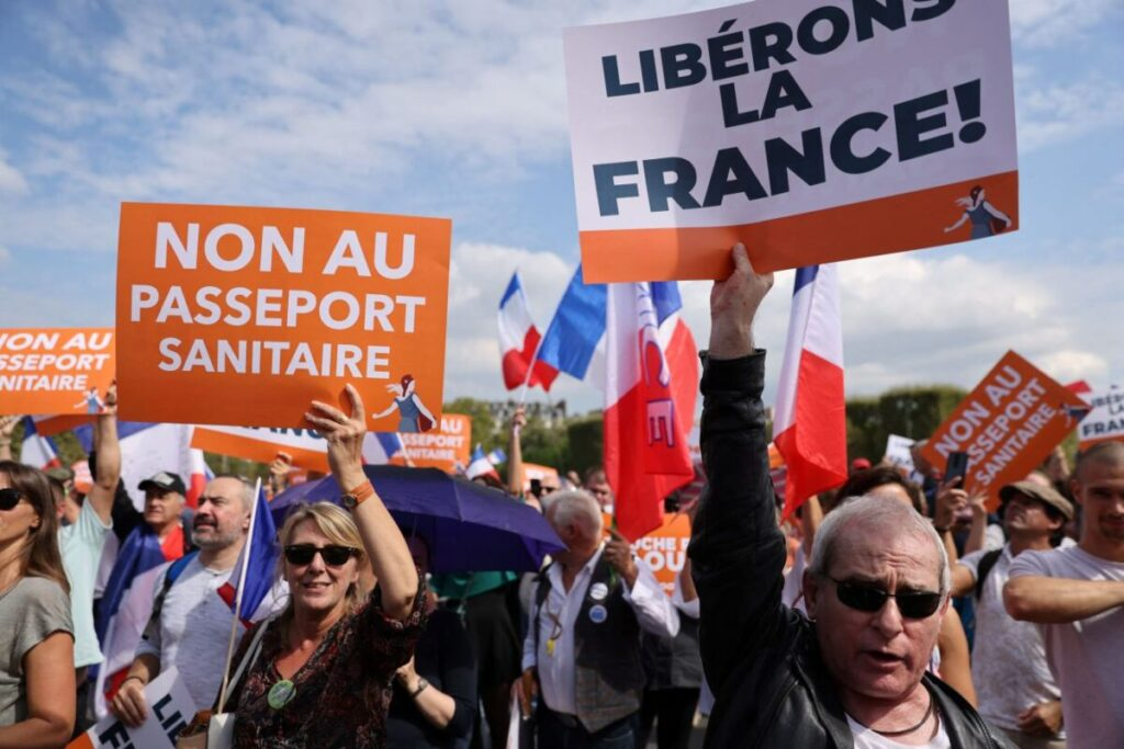 'I Will Not Submit': 140,000 French Citizens Protest Against Vaccine Passport