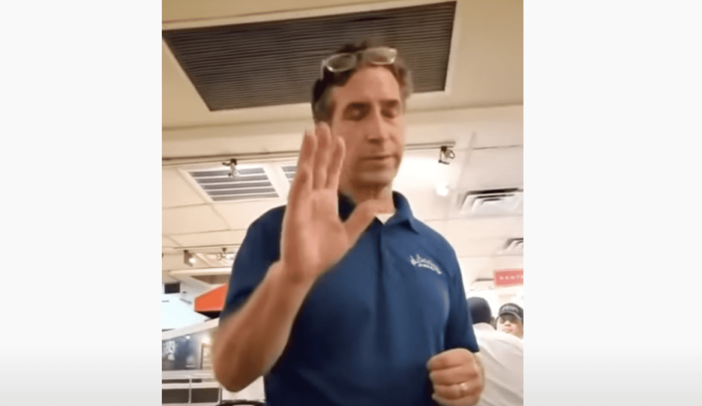 """""""You're not American!""""...Black Patriot Raises Hell in Brooklyn Restaurant for Being Denied Service [Video]"""