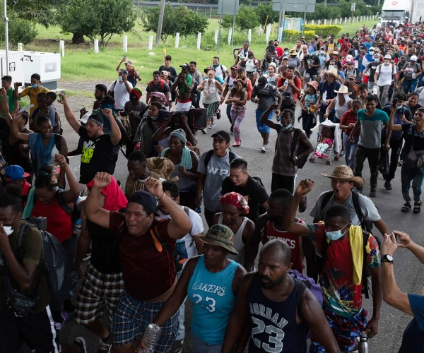 400-Person Migrant Caravan Gathers in Mexico for Trek to US