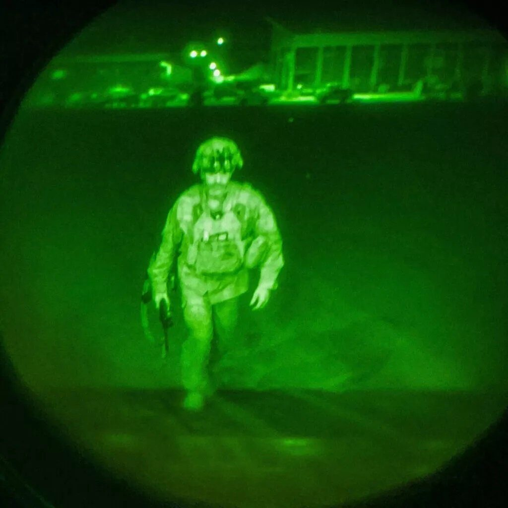 Picture Released of Last American Soldier Out of Afghanistan as Weapons and American Citizens Were Left Behind