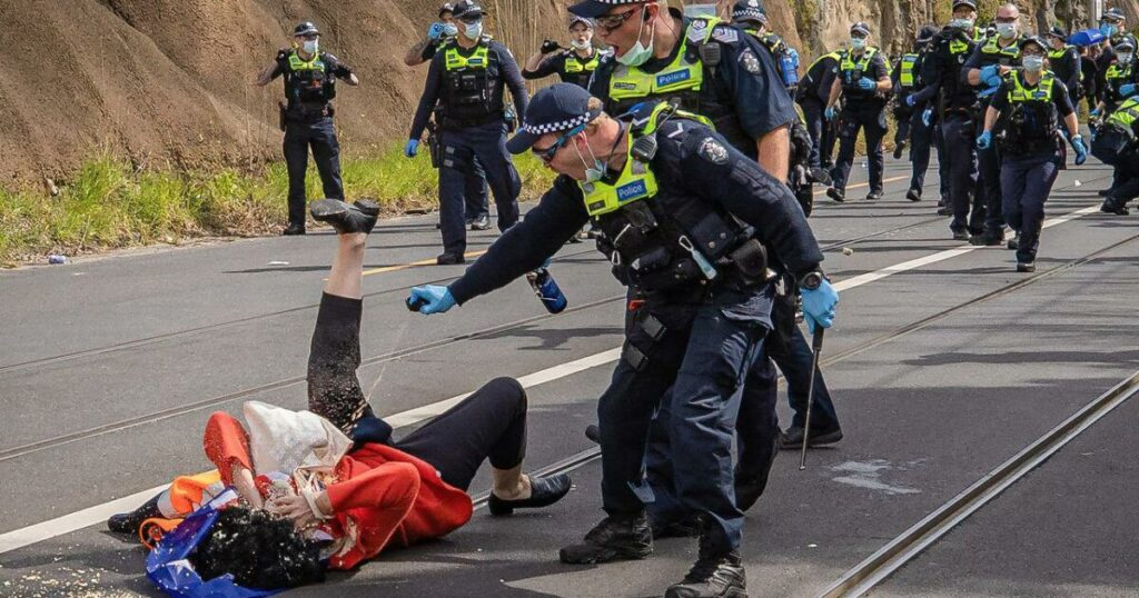 Melbourne Police Knocked Elderly Woman To The Ground & Pepper Sprayed Her During Anti Lockdown Protest