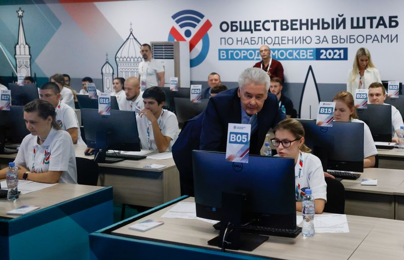 Pro-Putin Party Heads For Russian Election Win After Navalny Clampdown
