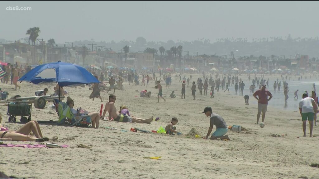 Big crowds at San Diego beaches for Labor Day weekend, CDC recommends unvaccinated stay home