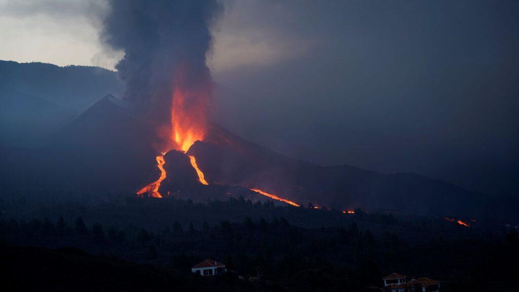 La Palma eruption: Authorities urge calm as new river of lava threatens more destruction